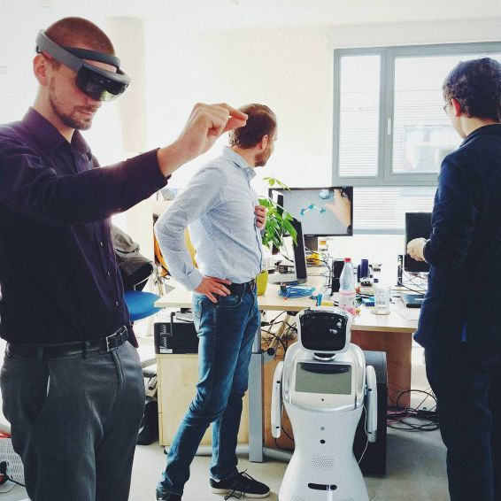 Gestalt Robotics AR-Interaktion
