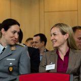 Weiblicher Führungskräftenachwuchs der Wirtschaft und der Bundeswehr