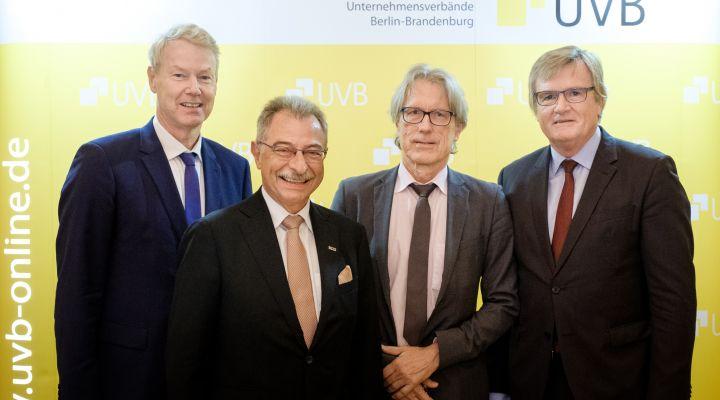 Prof. Dieter Kempf und Dr. Matthias Kollatz mit der UVB-Spitze: Dr. Frank Büchner und Christian Amsinck