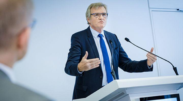 Dr. Frank Büchner