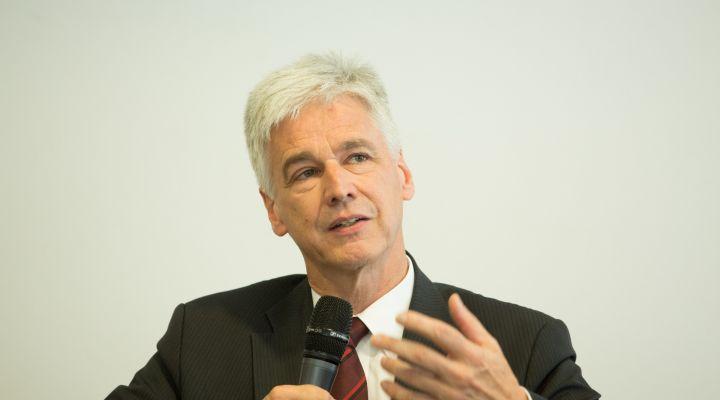 Prof. Dr. h.c. Dr.-Ing. Eckart Uhlmann, Direktor des Fraunhofer Instituts für Produktionsanlagen und Konstruktionstechnik (IPK)