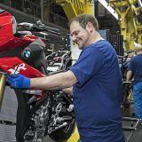 Endmontage einer S 1000 XR im BMW Werk Berlin