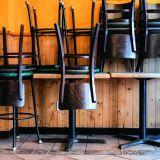 Corona-Lockdown, hochgestellte Stühle