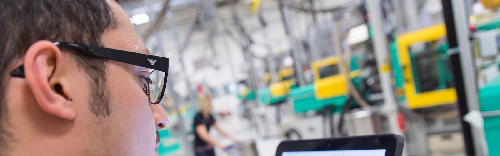 Tablets gehören künftig zum Alltag in den Produktionshallen.