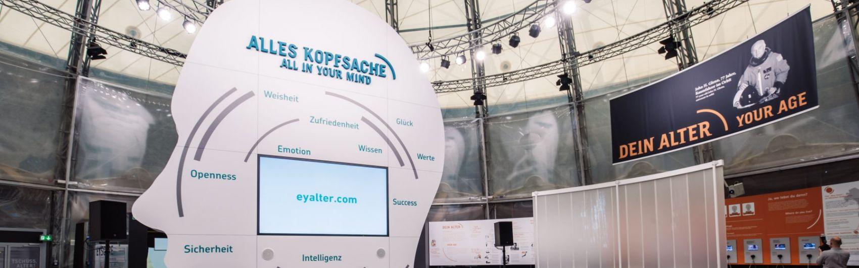 """""""Ey Alter"""" Ausstellung der Daimler AG"""