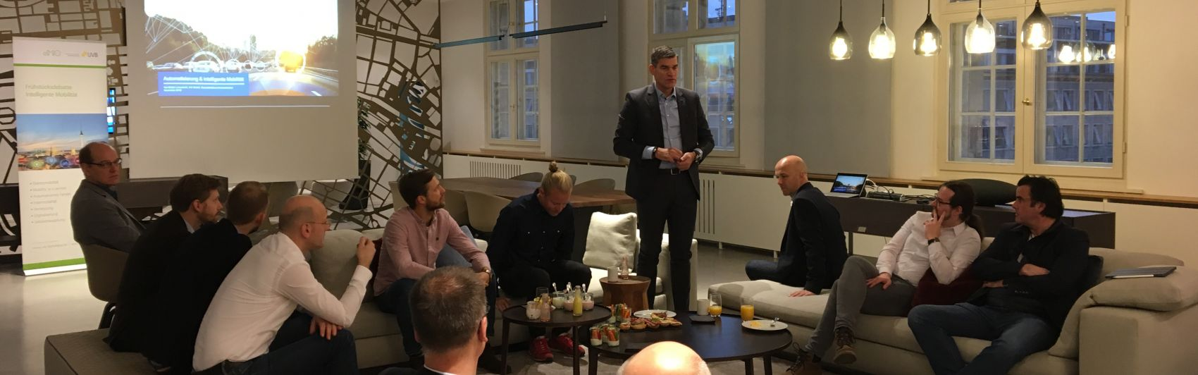 Kai Stefan Linnenkohl, IAV GmbH, eröffnet die 18. Frühstücksdebatte